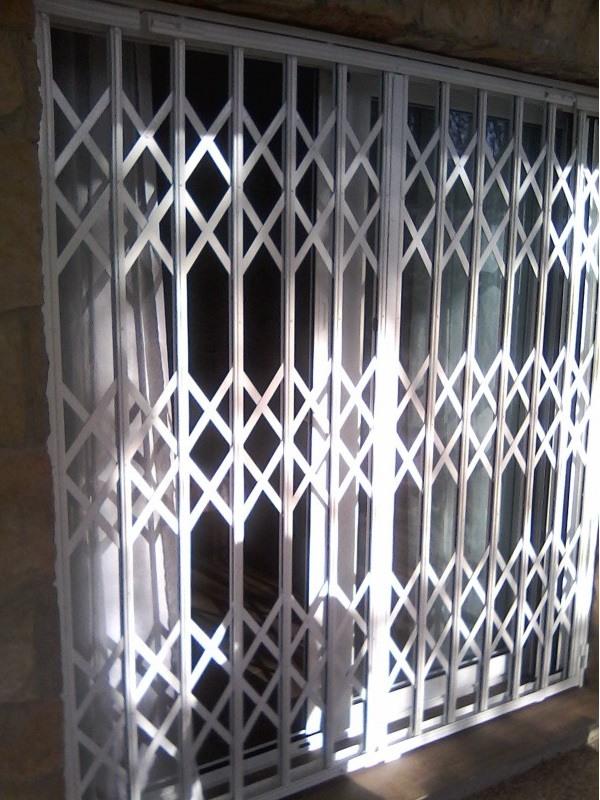 rejas de ballestas 1 - Instalación de rejas para puertas
