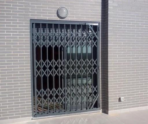 rejas puertas - Instalación de rejas para puertas